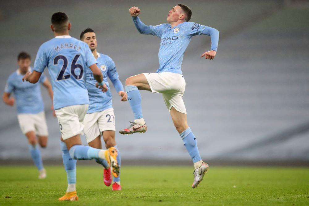 Foden (phải) đã giành ba Ngoại hạng Anh với Man City. Ảnh: Reuters.