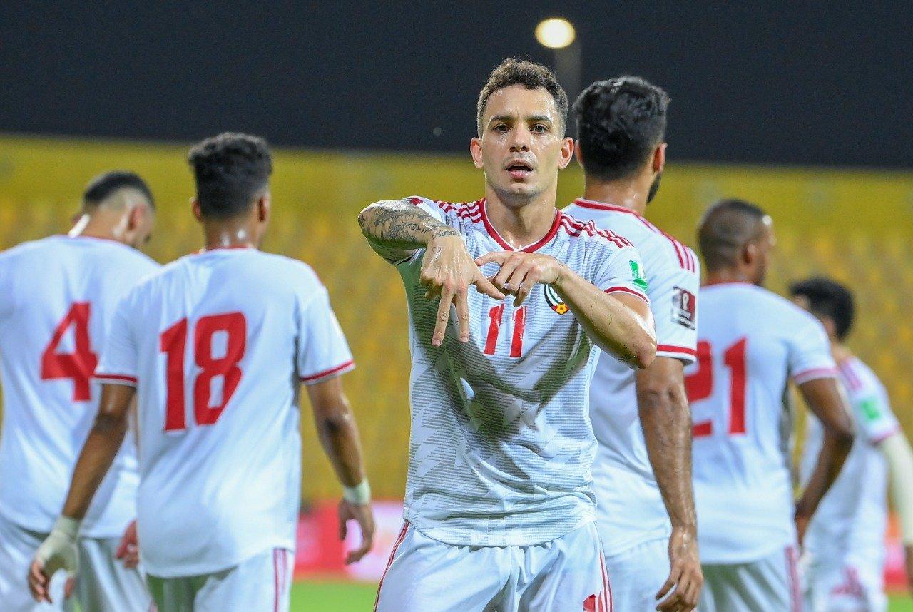 De Lima merayakan gol untuk menambah skor.  Foto: AFC