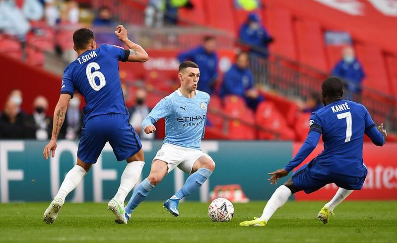 Chelsea và Man City đều nằm trong nhóm sáu đội Anh bị phạt. Ảnh: Reuters.