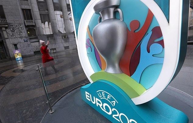 UEFA sẽ phải thay đổi toàn bộ logo và nhận diện thương hiệu của vòng chung kết Euro, khi lùi giải đấu này một năm. Ảnh: PA.