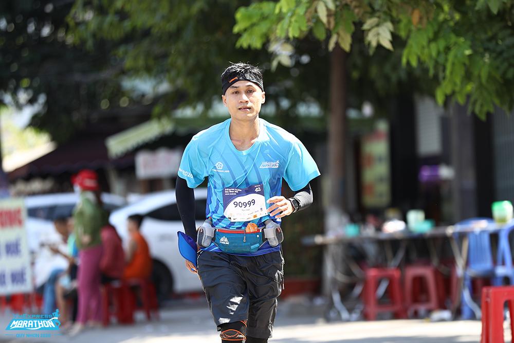 Seorang pelari di lintasan lari VM Quy Nhon 2020. Foto: VnExpress Marathon.