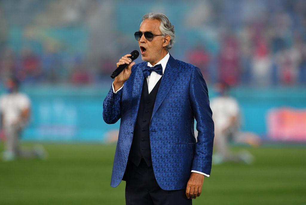Bocelli gây xúc động khi trình diễn ca khúc Nessun Dorma trong lễ khai mạc Euro 2021 trên sân Olimpico, Rome, Italy hôm 11/6. Ảnh: Twitter / Azzurri