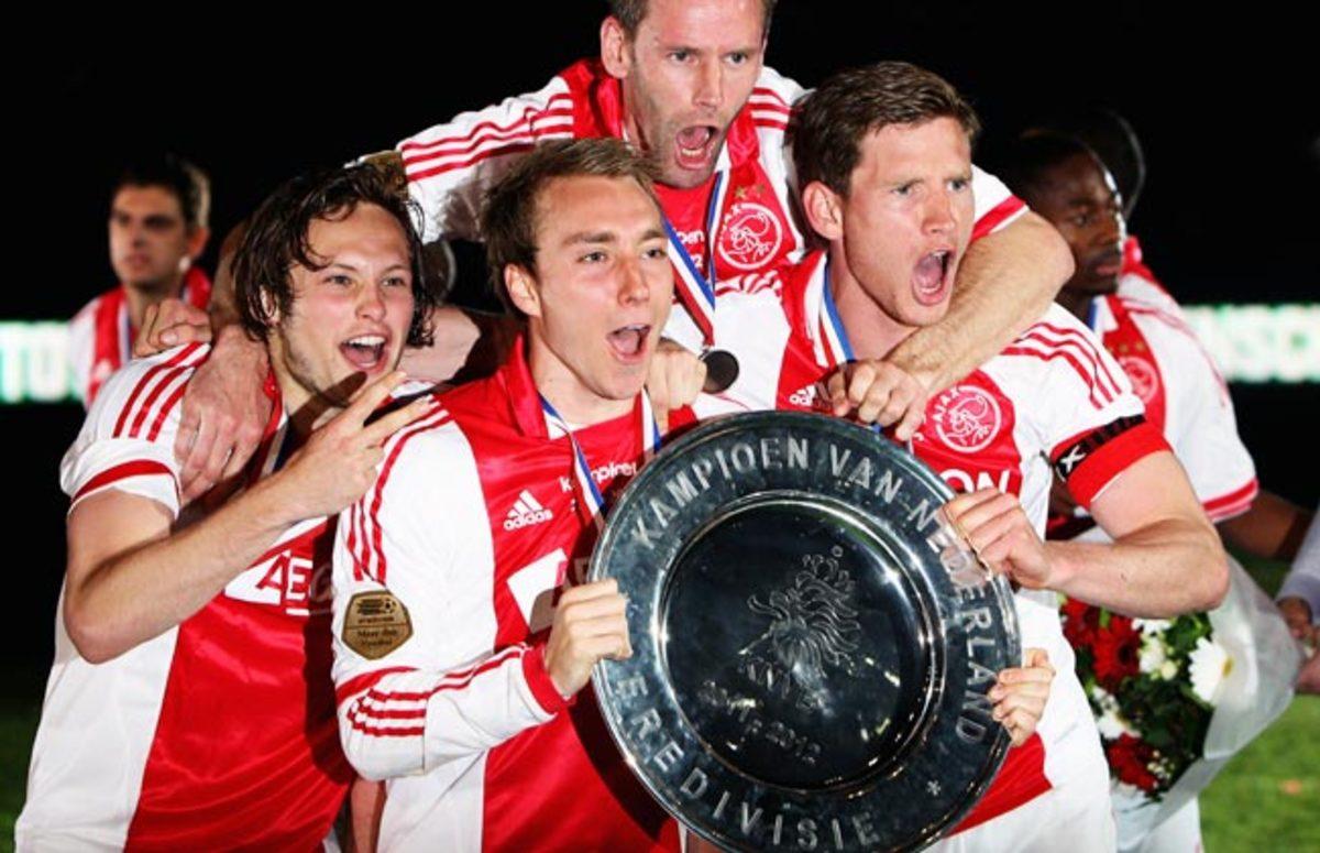 Eriksen merayakan kejuaraan Belanda bersama Ajax pada 2010. Foto: Reuters