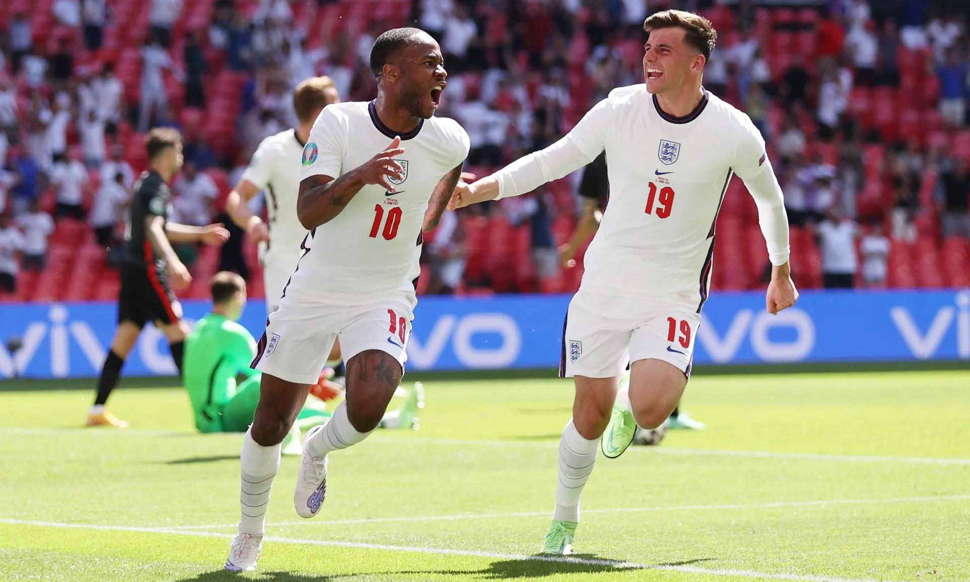Sterling mogok setelah mencetak gol turnamen besar pertamanya untuk Inggris.  Foto: Reuters.