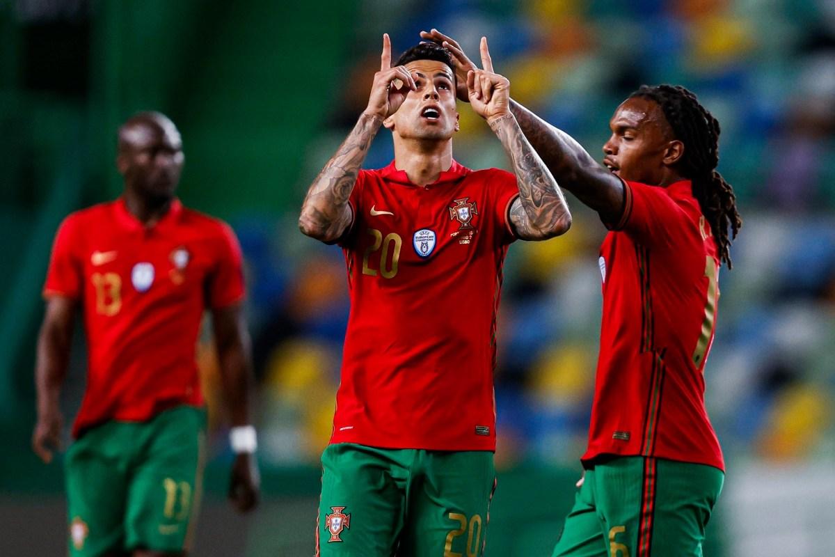 Cancelo (giữa) ghi một bàn và kiến tạo một bàn trong trận giao hữu hôm 9/6, Bồ Đào Nha thắng Israel 4-0. Ảnh: Reuters.