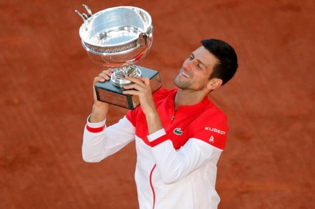 Djokovic lần thứ hai lên ngôi, sau sáu lần vào chung kết Roland Garros. Ảnh: AP