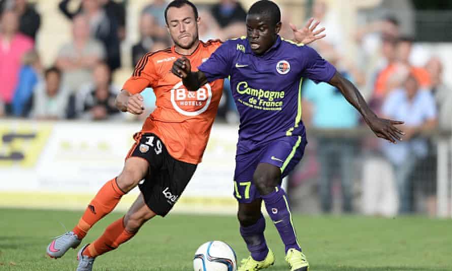 Kante selama bermain di Ligue 1 bersama Caen sebelum pergi ke Inggris, memulai perjalanan ajaibnya.  Foto: Reuters