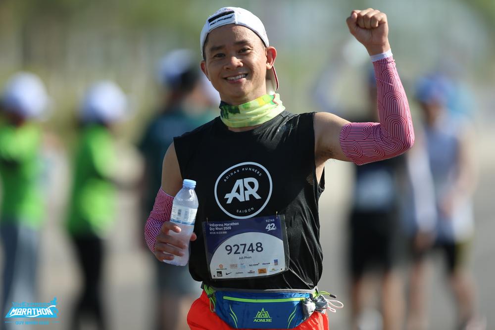An athlete on the track running VM Quy Nhon 2020. Photo: VnExpress Marathon.