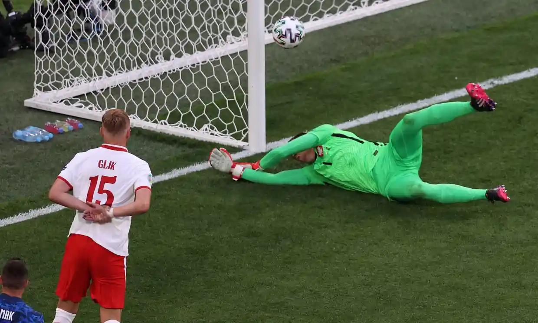 Szczesny lập kỷ lục buồn trong trận thua của Ba Lan. Ảnh: AFP.