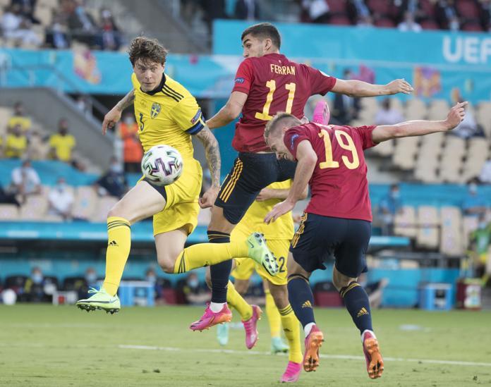 Ferran Torres chơi xuất phát trên hàng công Tây Ban Nha. Ảnh: EFE.