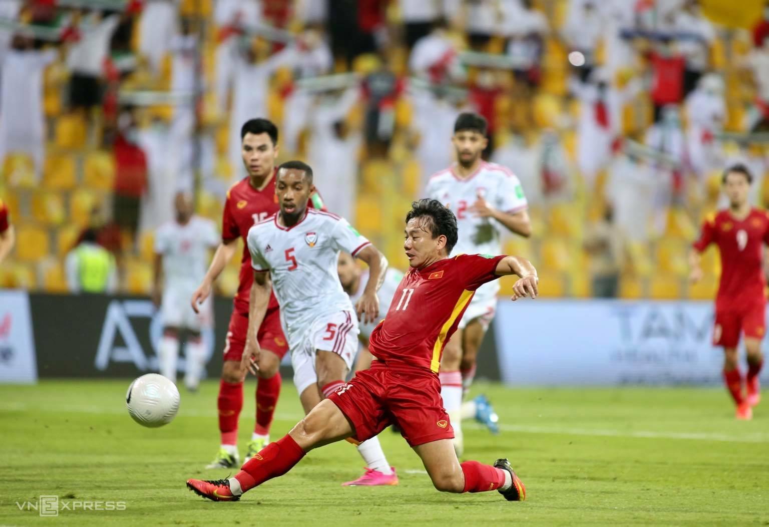 Minh Vương ghi bàn rút ngắn xuống 2-3 sau khi vào sân thay người trong hiệp hai. Ảnh: Lâm Thoả