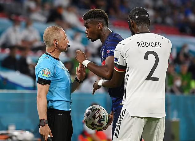 Rudiger không bị trọng tài phạt dù Pogba báo cáo sự việc. Ảnh: Reuters.
