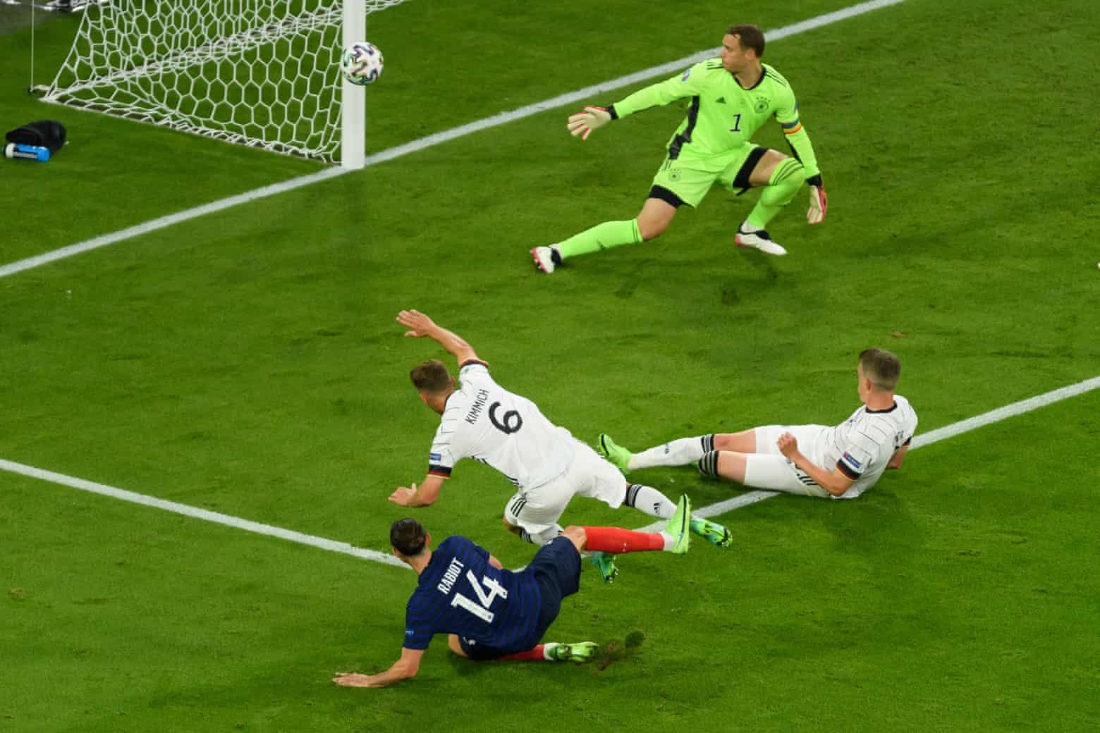 Pos tersebut menyelamatkan Jerman dari gol di awal babak kedua, dari tembakan Rabiot.  Foto: TF-Images