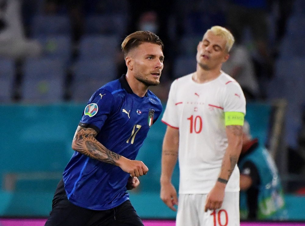 Immobile (áo xanh) và đồng đội chưa thuyết phục được những chuyên gia khó tính, dù thắng đậm hai trận đầu. Ảnh: Reuters.
