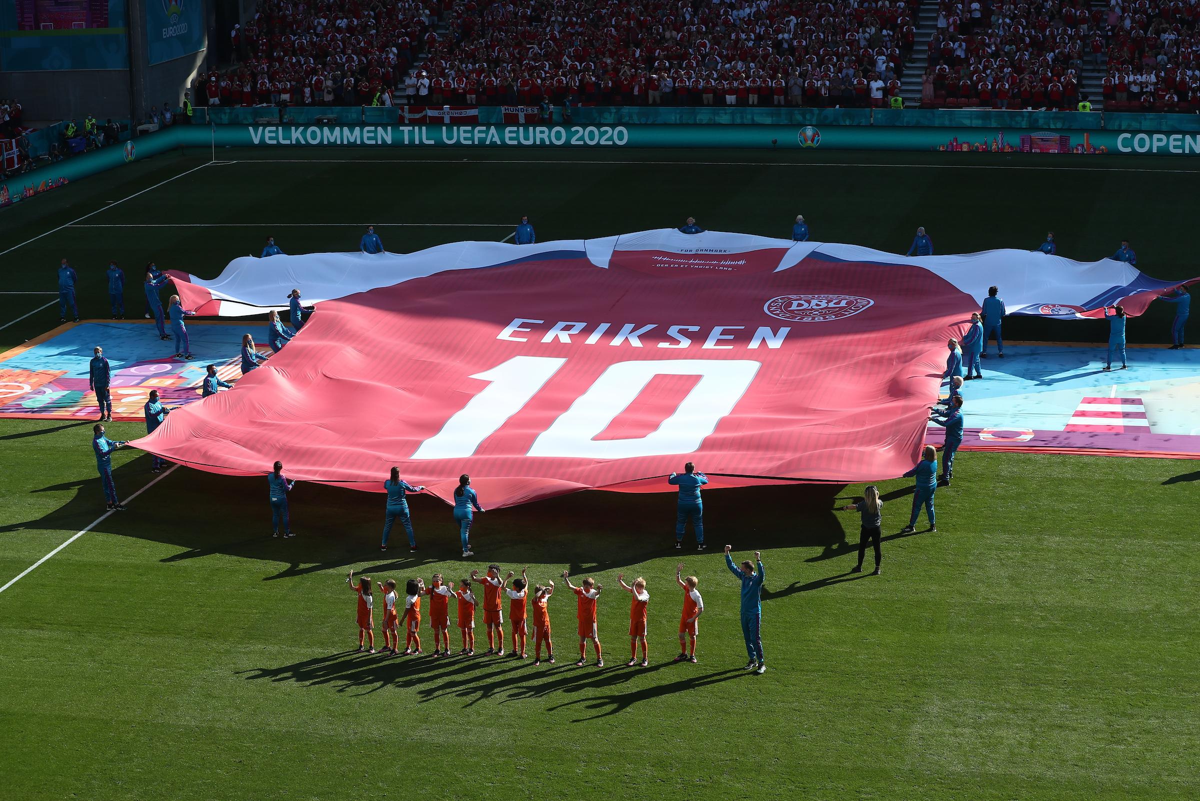 Ban tổ chức tri ân Eriksen trong trận Đan Mạch - Bỉ hôm 17/6.