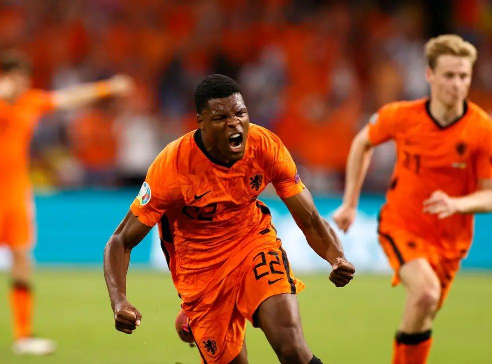 Dumfries đang truyền cảm hứng mạnh mẽ giúp Hà Lan khởi đầu tốt với hai chiến thắng tại Euro 2021. Ảnh: AFP