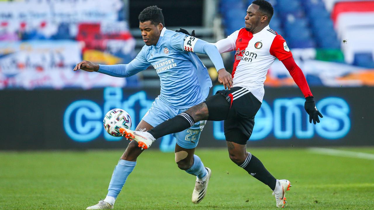 Những bước chạy thần tốc của Dumfries bên cánh phải từ lâu không còn là điểm mới với người hâm mộ Hà Lan, vì anh chơi xuất sắc trong vai trò này ở PSV (áo xanh). Ảnh: AD.nl
