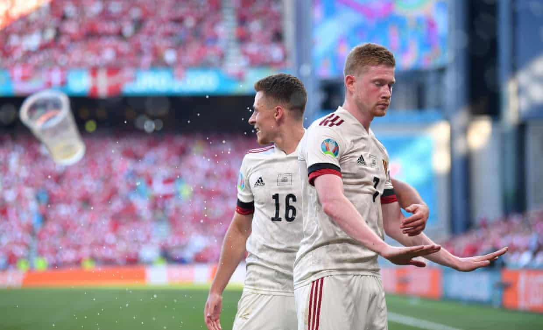 De Bruyne (phải) không mừng bàn ấn định tỷ số 2-1. Ảnh: Reuters