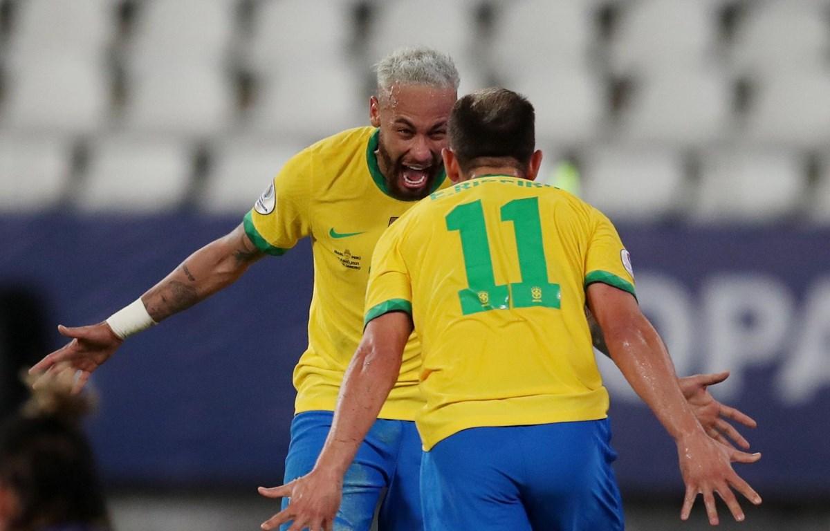 Neymar bersinar dalam kemenangan 4-0 atas Peru di Copa America.  Foto: Reuters.