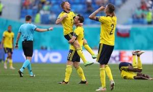 Thuỵ Điển đặt một chân vào vòng 1/8 Euro