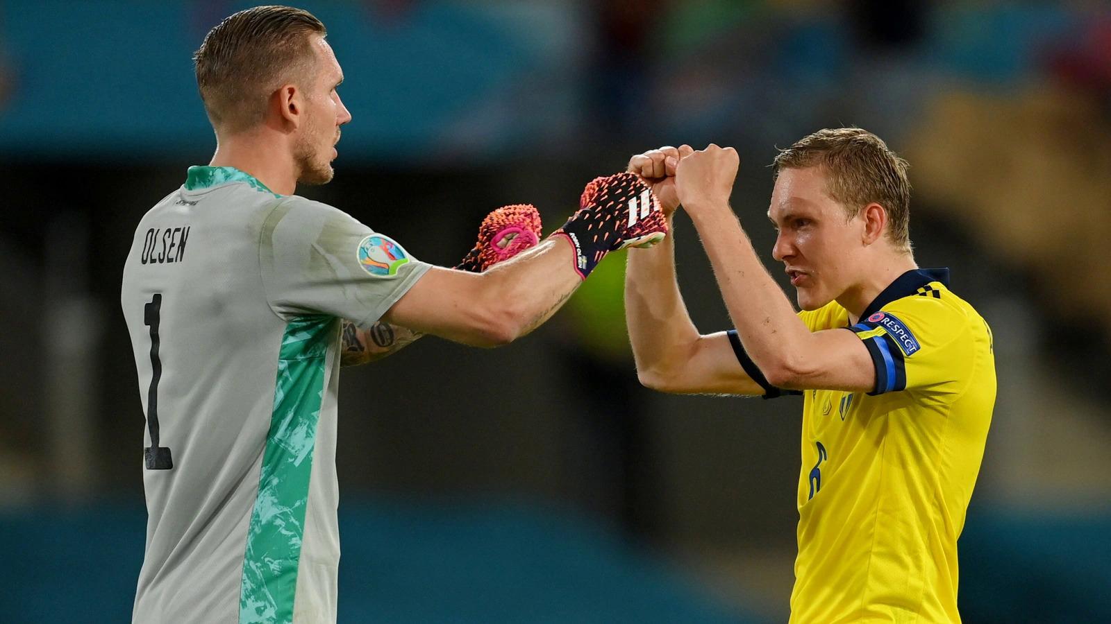Cầu thủ Thuỵ Điển mừng trận hoà Tây Ban Nha. Ảnh: Reuters
