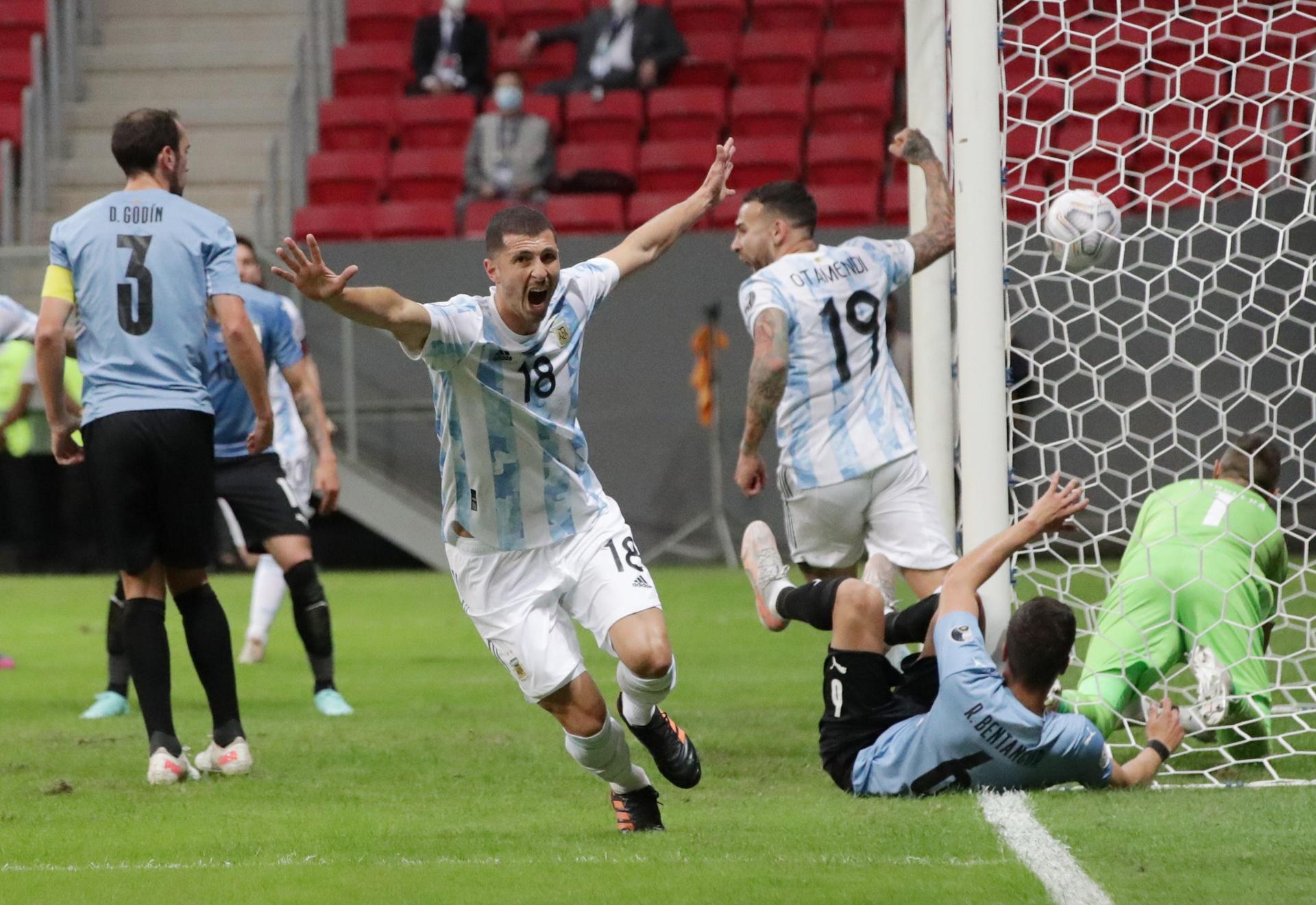 """Guido Rodriguez (หมายเลข 18) ทำประตูเดียวของเกม  ภาพถ่าย: """"CONMEBOL ."""""""
