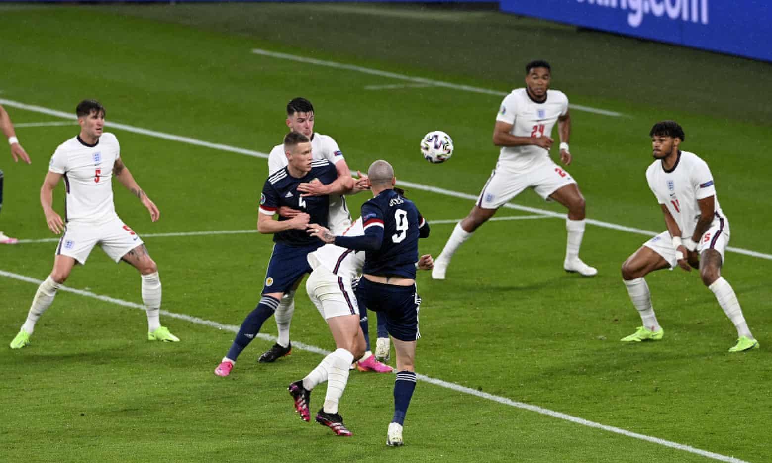 Tuyển Anh, trong mắt Mourinho, sợ thua hơn là muốn chiến thắng trước Scotland. Ảnh: AP