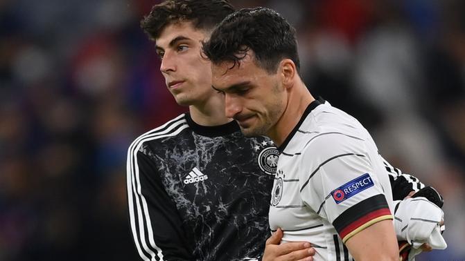 เยอรมนีต้องลุกขึ้นทันทีหลังจากแพ้ฝรั่งเศส 0-1  ภาพ: สำนักข่าวรอยเตอร์