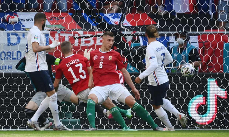 Griezmann (số 7) sút bồi ấn định tỷ số hoà 1-1. Bàn thứ bảy của anh ở Euro, cân bằng thành tích của Alan Shearer. Ảnh: Reuters