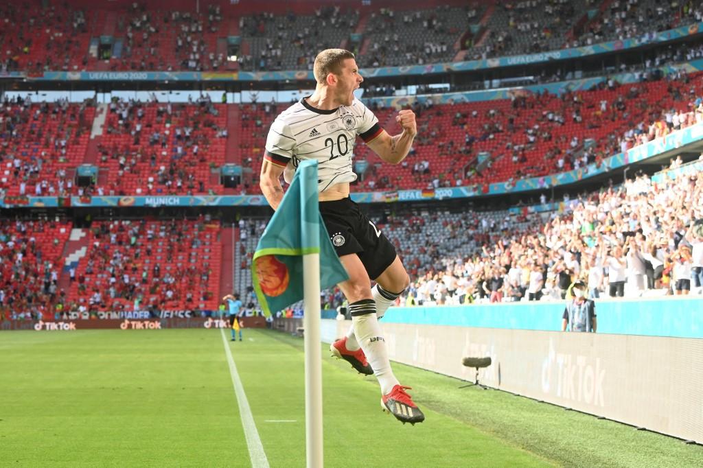 Gosens menjalani pertandingan dalam hidupnya di Allianz Stadium pada malam 19 Juni.  Foto: AFP.