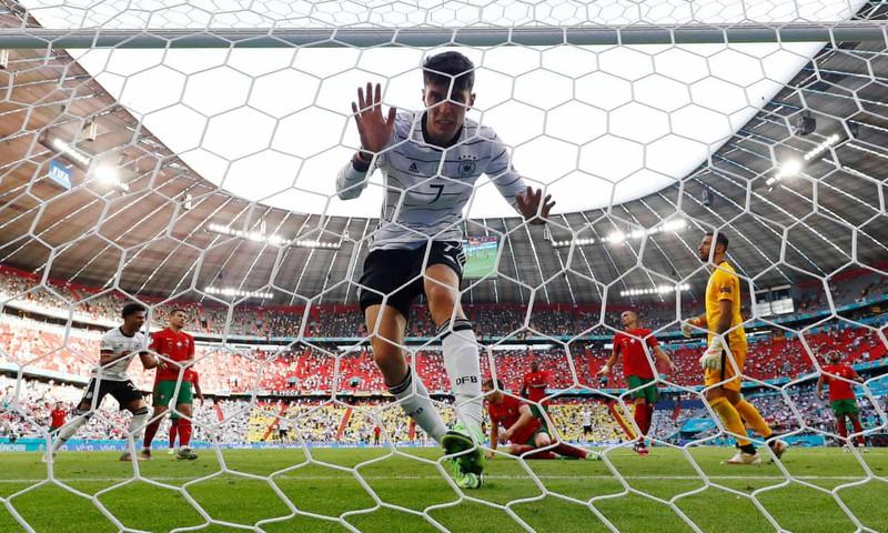 Havertz menguasai bola untuk mencetak gol ke gawang Portugal.  Foto: Reuters.