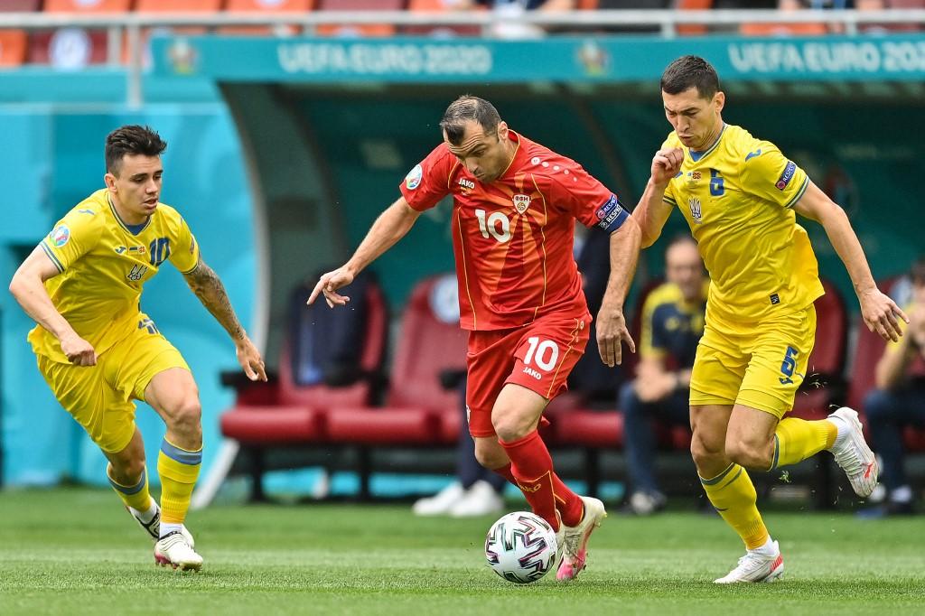 Pandev (giữa) đi bóng trong trận gặp Ukraine ở Euro 2021. Ảnh: AFP.