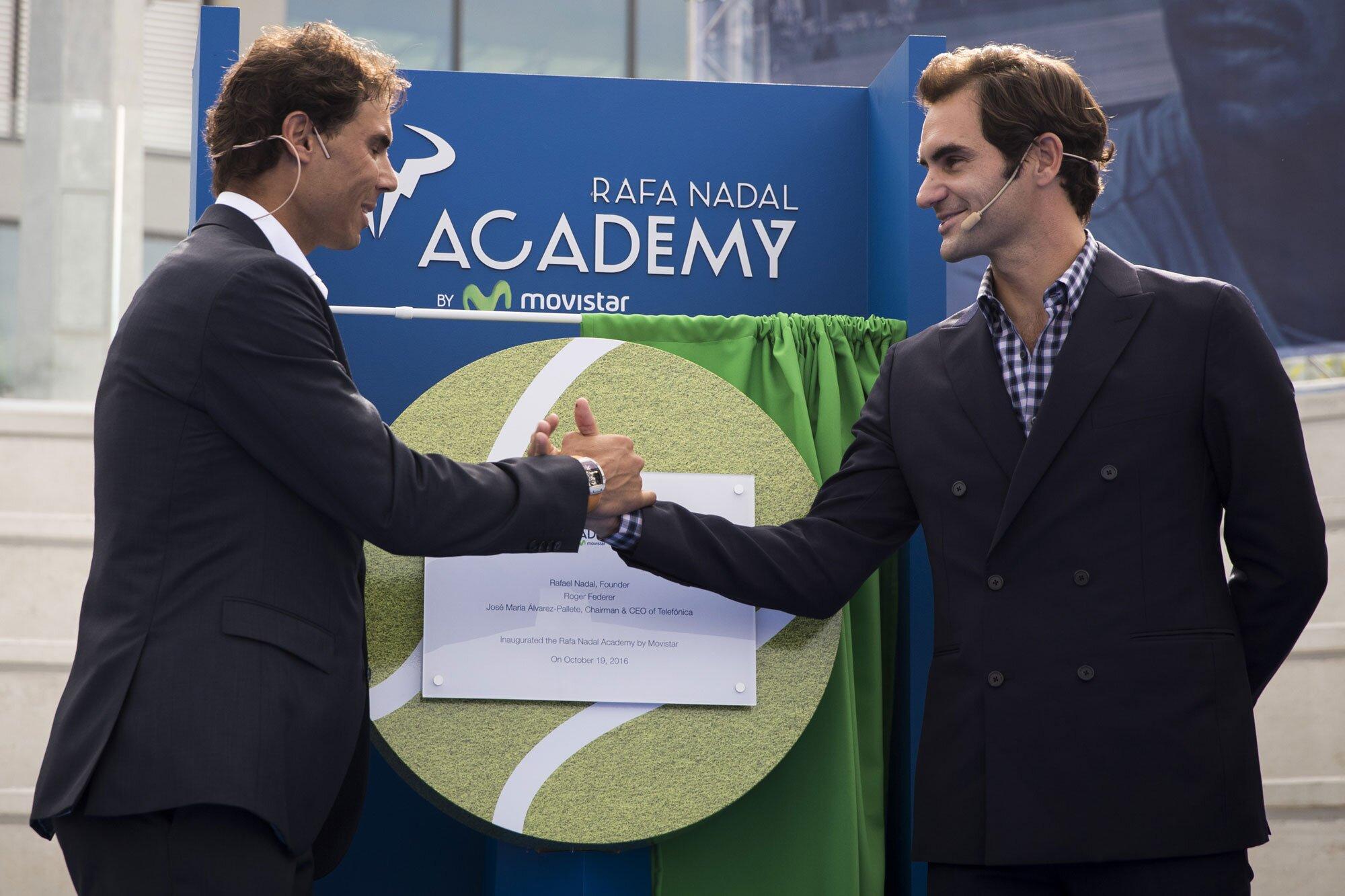 Nadal và Federer tại lễ khánh thành học viện quần vợt Nadal năm 2016. Ảnh: ATP