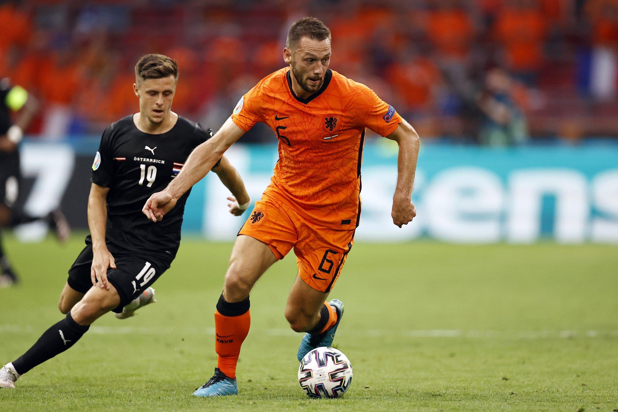De Vrij cải thiện rõ rệt tâm lý thi đấu nhờ sự trợ giúp từ các chuyên gia tâm lý. Ảnh: KNVB