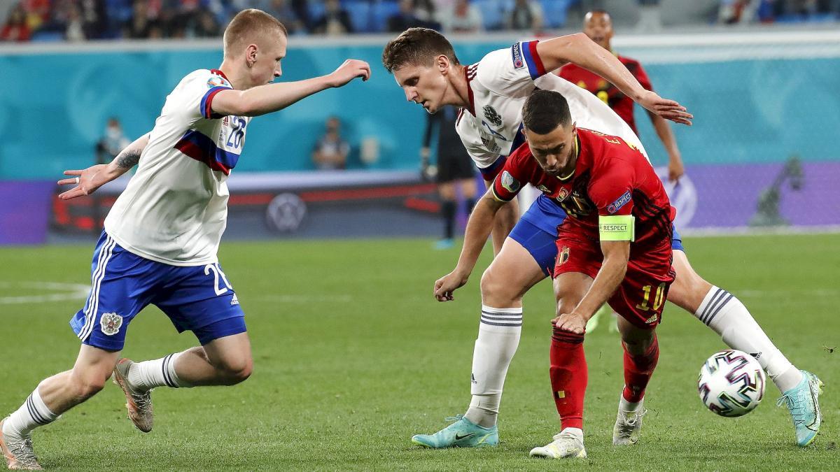 Hazard chỉ đá 18 phút trong trận Bỉ thắng Nga 3-0 ở lượt trận đầu vòng bảng Euro 2021. Ảnh: EPA