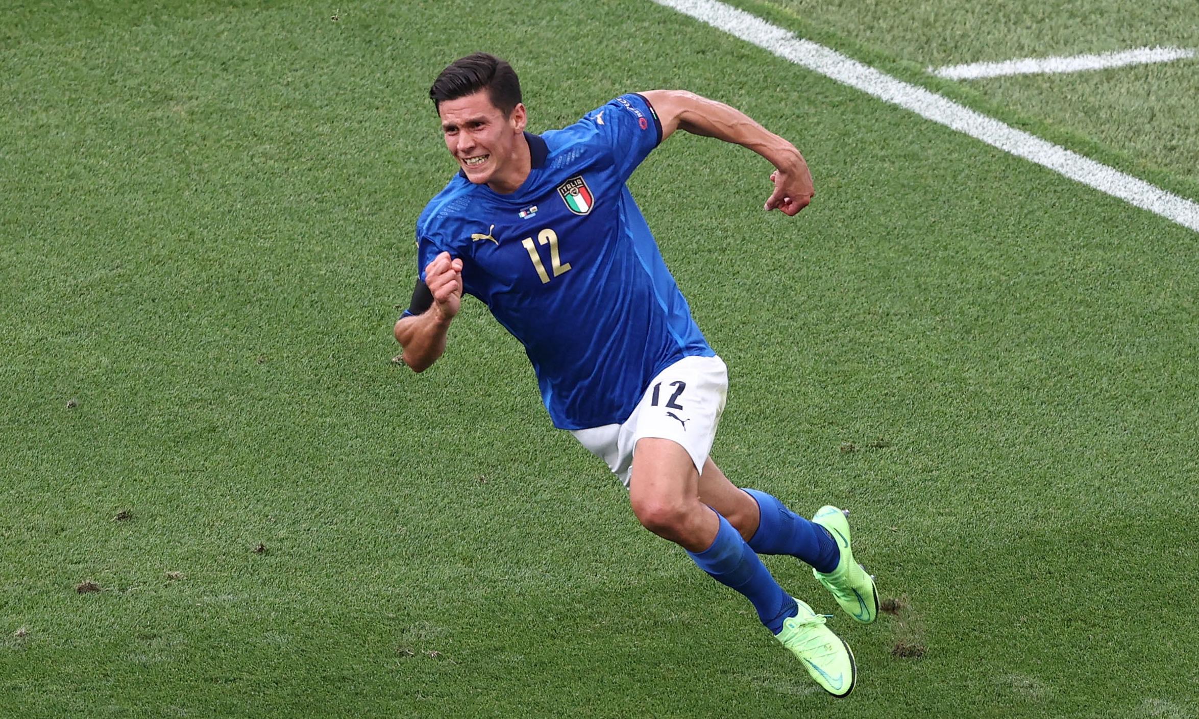 Tiền vệ Matteo Pessina mừng bàn duy nhất giúp Italy thắng Xứ Wales 1-0 tối 20/6. Ảnh: Reuters