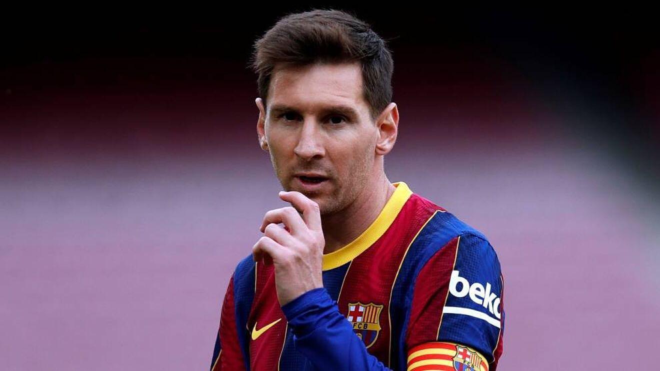 Dana gaji yang terlalu besar dan utang yang besar membuat Barca kesulitan memperbarui kontrak dengan Messi.  Foto: EFE