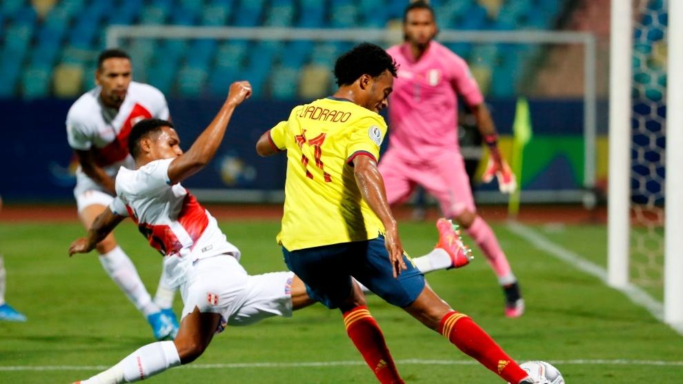 Cuadrado là niềm hy vọng lớn nhất của Colombia tại Copa America 2021, nhưng một mình anh chưa thể truyền cảm hứng giúp cả đội chơi tốt. Ảnh: EFE