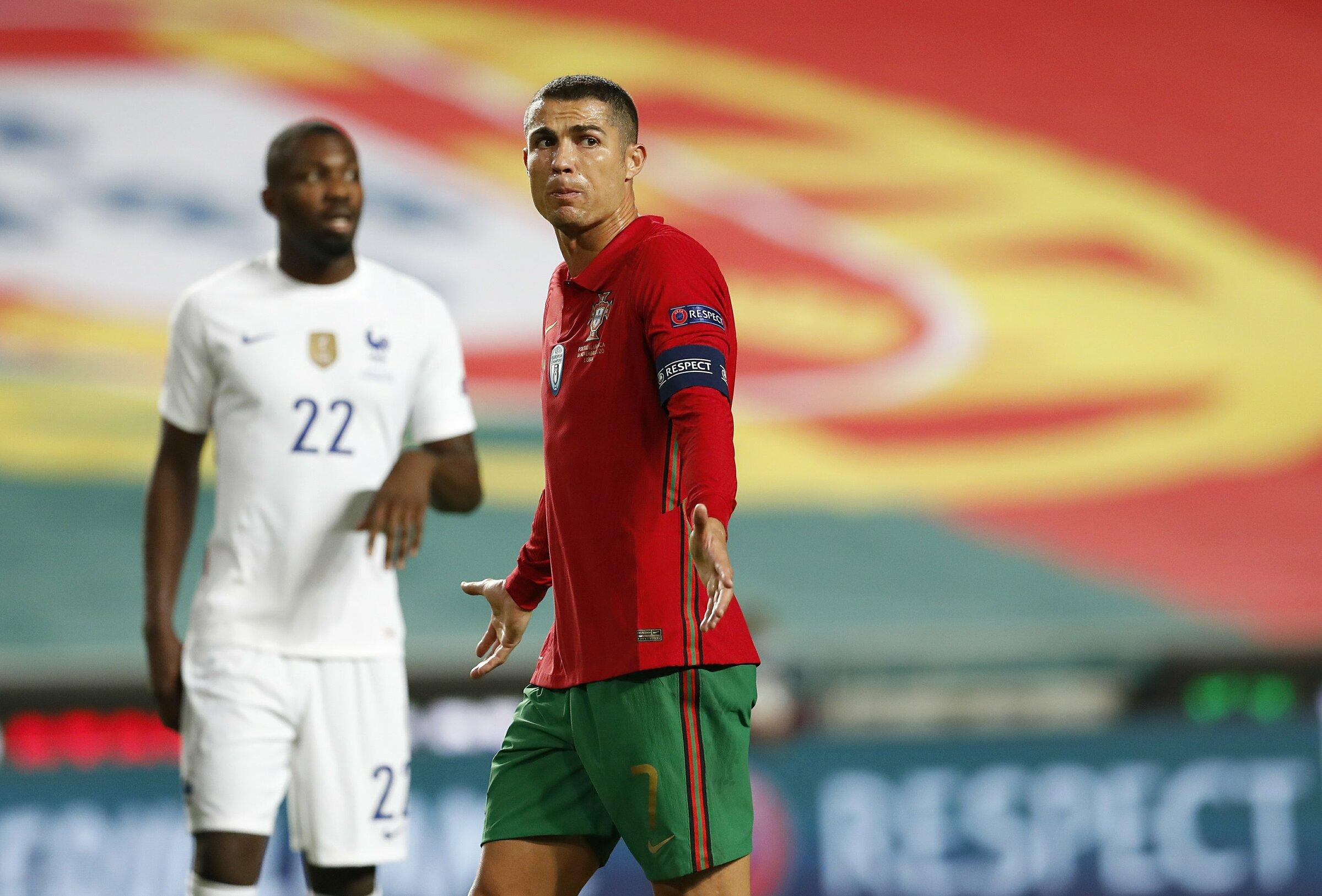 Ronaldo thất vọng sau một pha hỏng ăn trong trận thua Pháp 0-1 trên sân Da Luz, Lisbon hôm 14/11/2020. Ảnh: AP