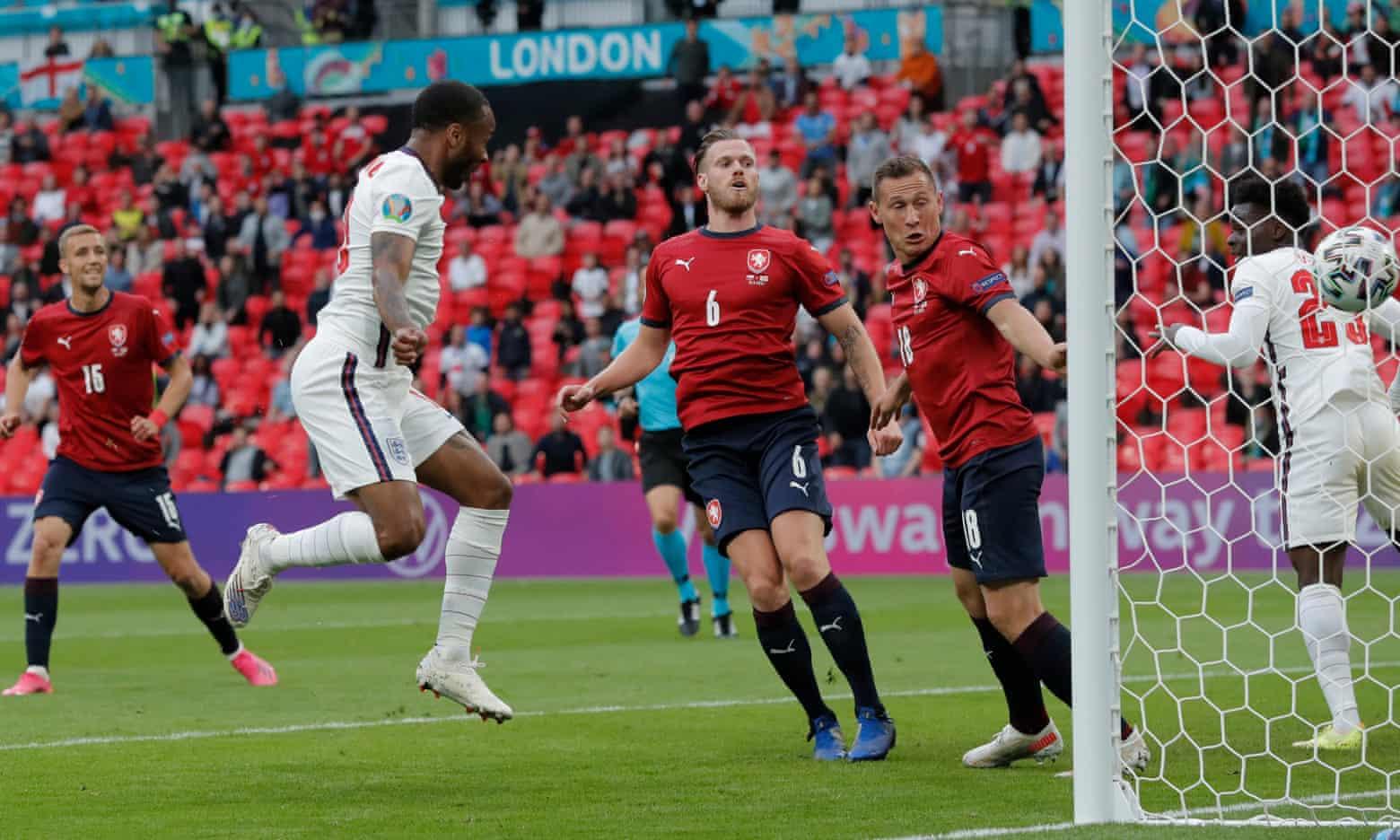 Sterling ghi bàn duy nhất, giúp Anh hạ CH Czech trên sân Wembley hôm 22/6. Ảnh: Guardian