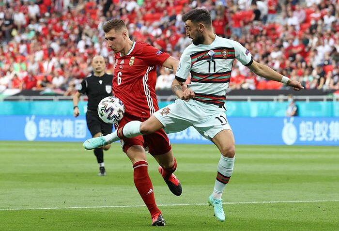 Fernandes (số 11) gây thất vọng ở hai trận đầu Euro 2021. Ảnh: Reuters