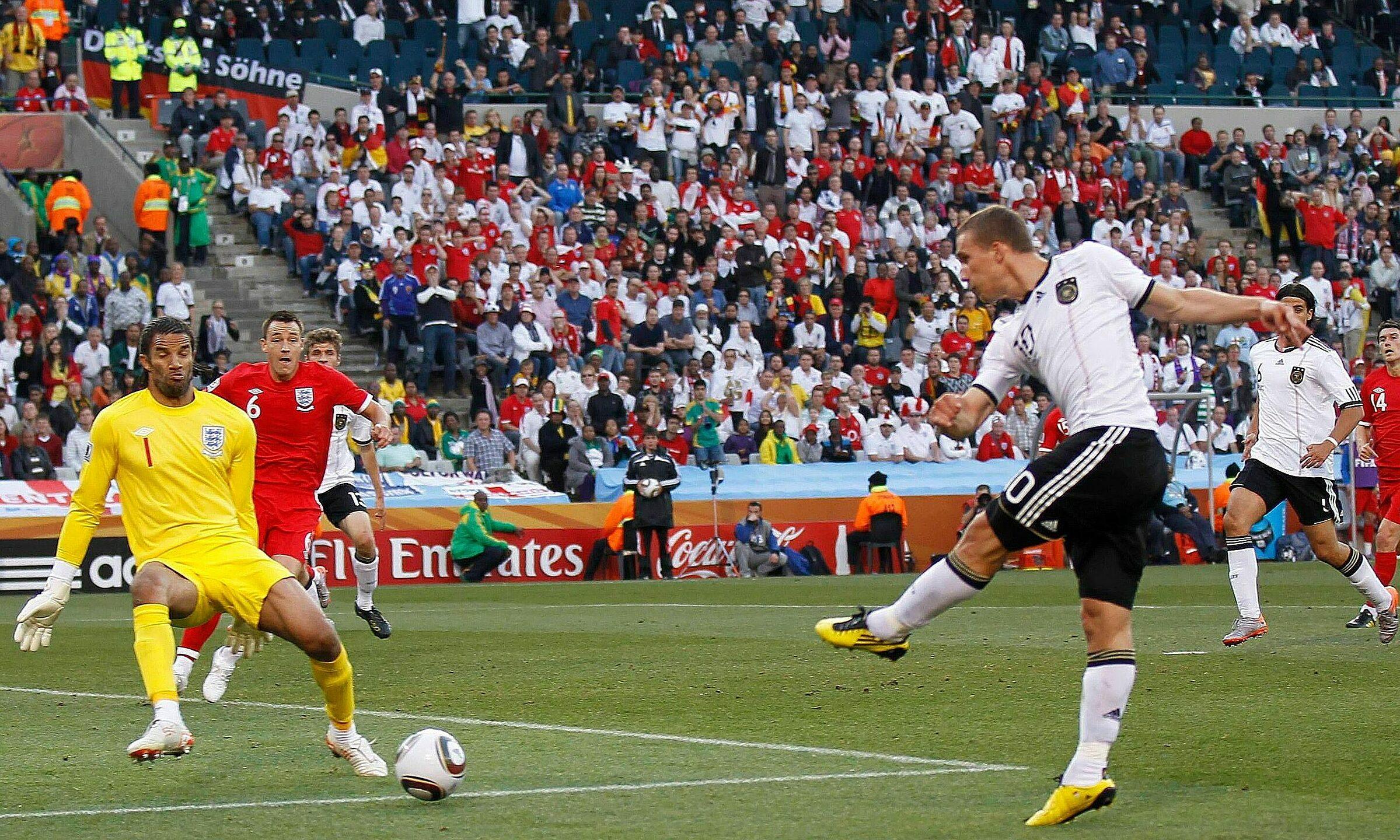 Inggris kalah 1-4 dari Jerman di babak 16 besar Piala Dunia 2010. Foto: News Group Newspapers Ltd