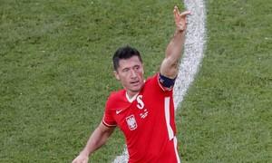 Lewandowski không cứu nổi Ba Lan