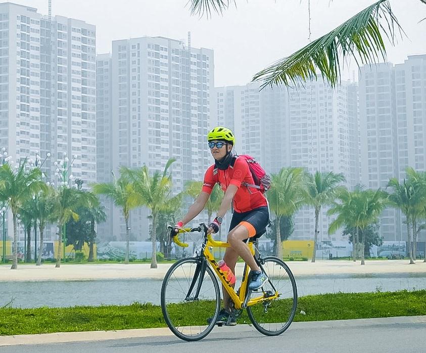 Nhiều người tìm đến bộ môn xe đạp như một phương thức tập luyện cá nhân trong mùa dịch.