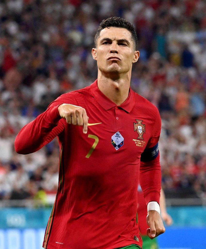 Ronaldo mừng bàn nâng tỷ số lên 1-0 trong trận Bồ Đào Nha hoà Pháp 2-2 hôm 23/6.