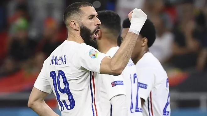 Benzema cất cao tiếng nói trở lại bằng một cú đúp. Ảnh: AP.