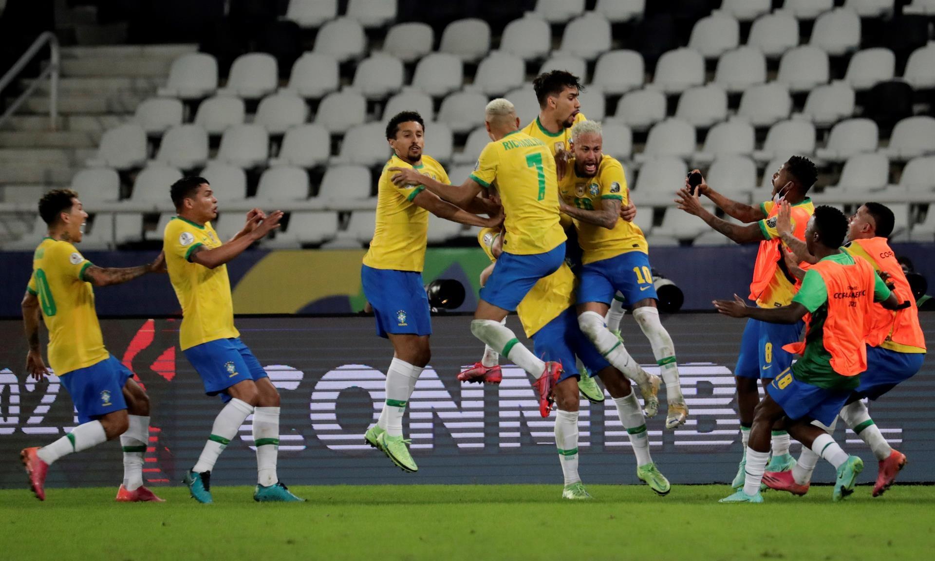 Brasil meledak kegirangan setelah Casemiro mencetak gol untuk mengubah skor menjadi 2-1.  Foto: Copa Amerika.