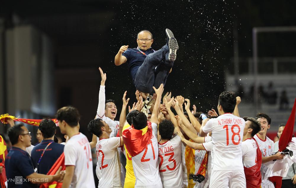 Đánh bại Indonesia 3-0 trong trận chung kết, bóng đá nam Việt Nam lần đầu tiên giành HC Vàng SEA Games vào năm 2019.