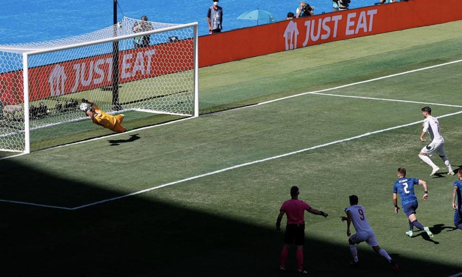 Morata bỏ lỡ phạt đền nhưng Tây Ban Nha vẫn huỷ diệt Slovakia. Ảnh: UEFA