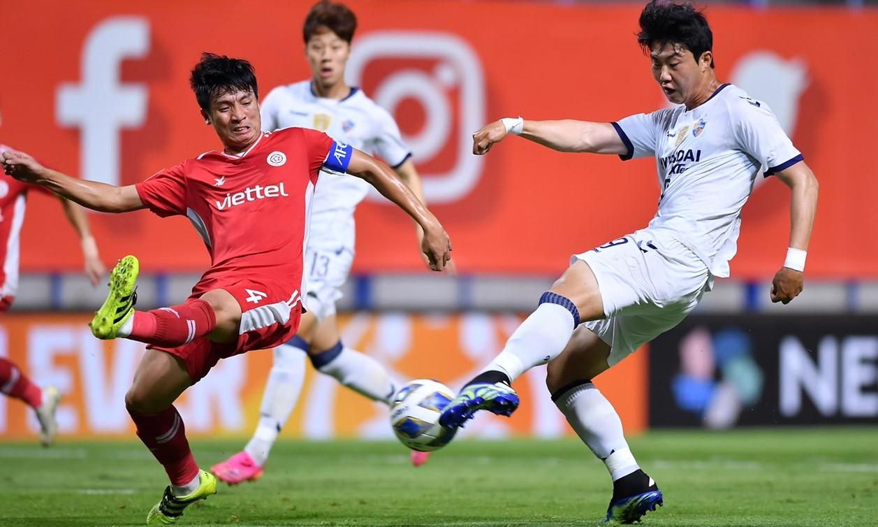 Tien Dung dan rekan satu timnya tidak bisa mengamankan hasil imbang 0-0.